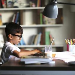 Дитяча настільна лампа для відмінного навчання та гарного зору