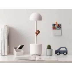 Лампа, яка читає книги