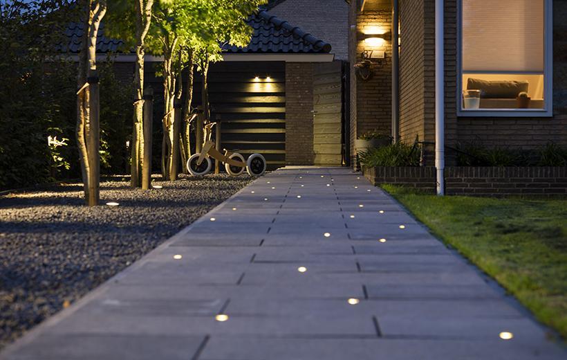 освітлення доріжки за допомогою зовнішніх світильників