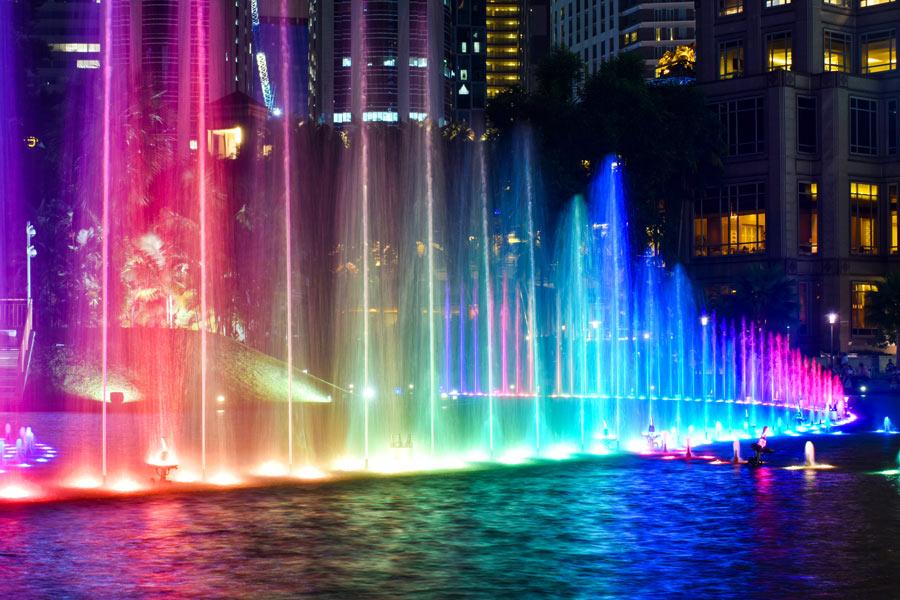 освітлення фонтанів і басейнів за допомогою світильників Брилле