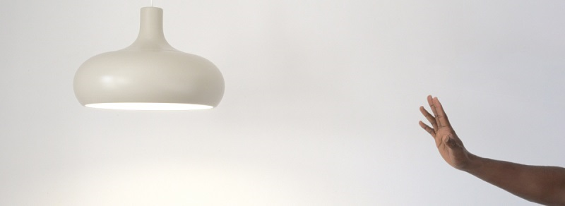 голосове управління світлом, світильник з керуванням від голосу, управління голосом для світильника, сучасні системи управління світлом
