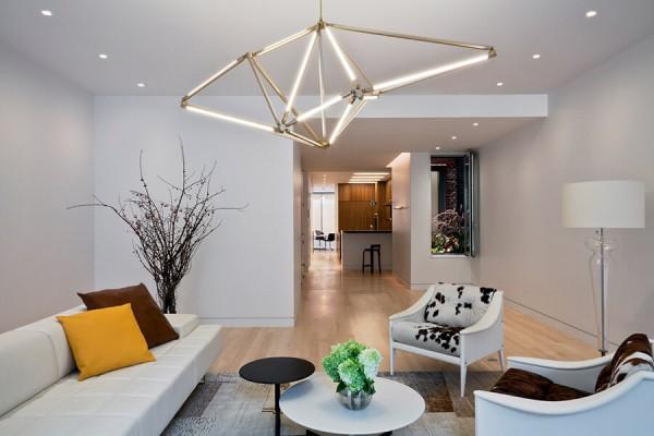 фото точечные светильники в интерьере гостиной