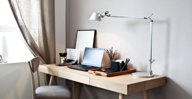 офисные настольные лампы в интерьере офиса