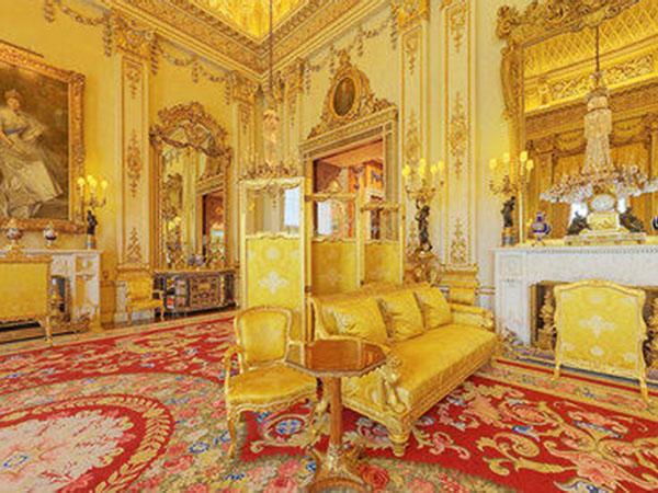 Палацовий стиль, виконаний в теплих тонах