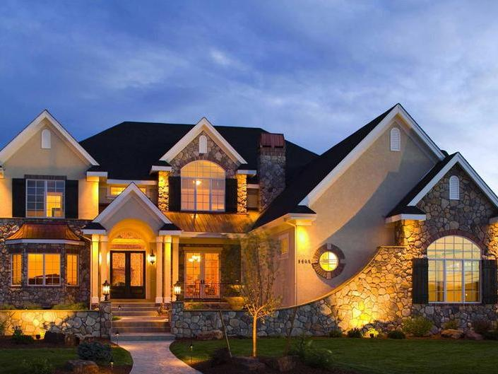 архитектурная подсветка фасада загородного дома