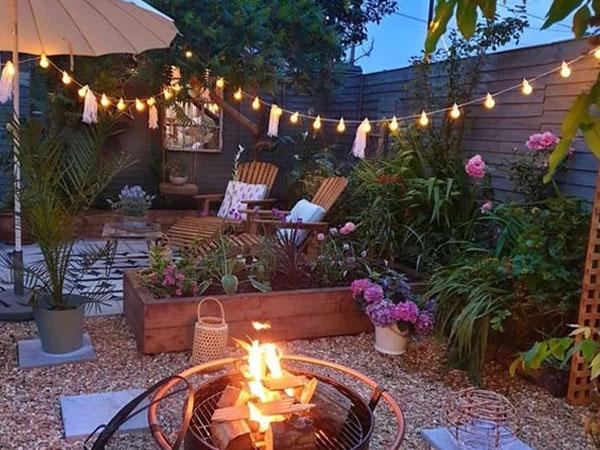 Как осветить двор
