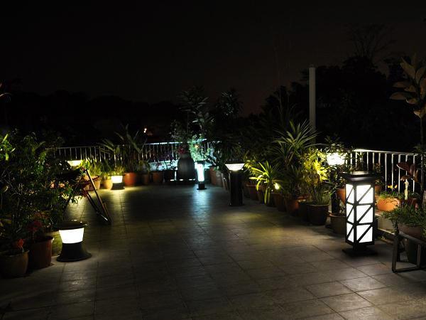 Освещение двора частного дома своими руками