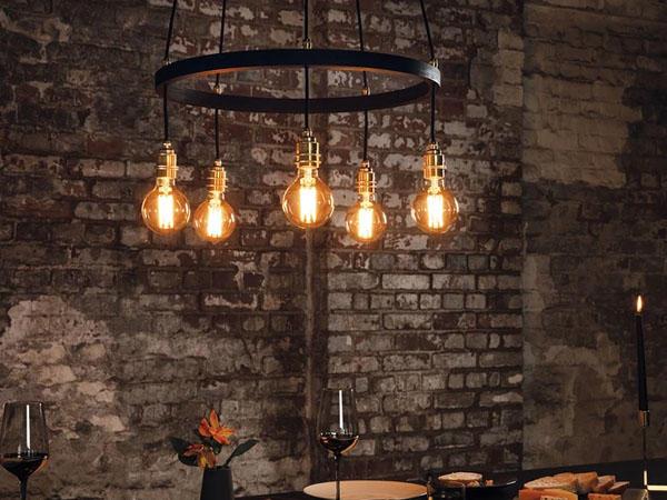 Филаментная лампа в интерьере лофт