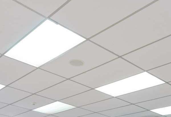 фото світлодіодної панелі в стелі
