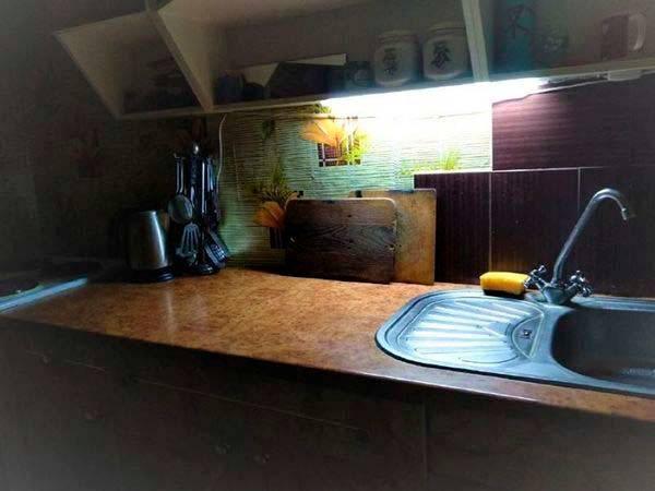 подсветка рабочей зоны в кухне светодиодным светильником