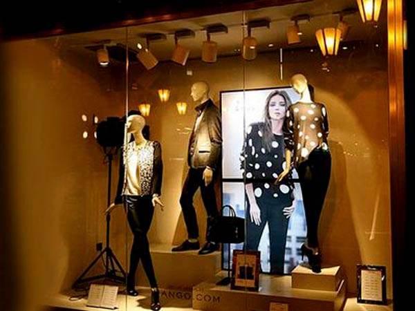Специальный вид подсветки в магазине одежды