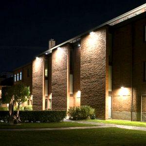Фасадные светильники уличного освещения