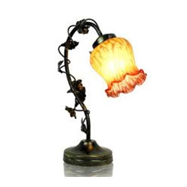 настольная лампа в виде цветка