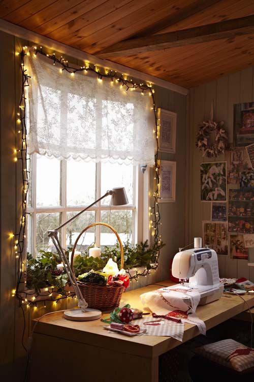 Как украсить окна на Новый год гирляндами