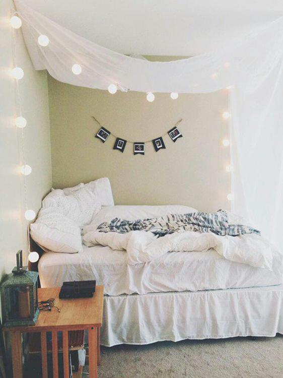 гірлянди для декорування спальні