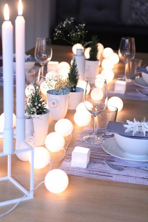 Прикраса столу гірляндами